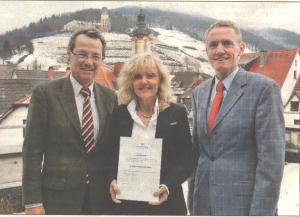 Bürgermeister Höfer, Stifterin Dr. Barbara Schenk-Zitsch und Steuerberater Rufer (v.l.)