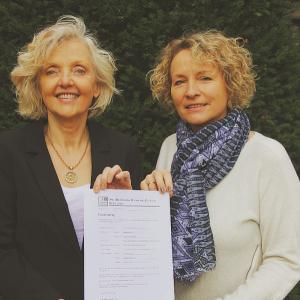 Dr. Barbara Schenk-Zitsch (l.) und TVA-Vorsitzende Susanne Epp